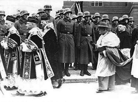 Cardinal Bertram plays a crucial role in shaping the attitude of the German bishops in relation to the National Socialist state, STATE FUNERAL for Bishop Bares, 1935