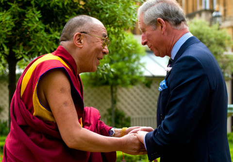Dalai Lama typically goes out of his way to make certain his watches never appear to be fancy or ostentatious. His holiness does so, by typically putting them on inexpensive stretchable Speidel Twist-O-Flex watch bands. In this photo, we see the Dalai Lama with Prince Charles, and the Dalai Lama is wearing a yellow gold Rolex Day-Date with a cobalt blue dial.