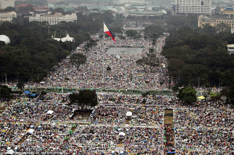 6 000 000 were expected to come to see Pope Francis saying Mass in Manila, the Philippine capital, 2015